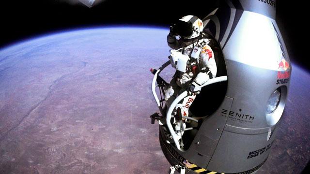 Red Bull Stratos | Fotografii exclusive surprinse cu camerele atasate pe capsula