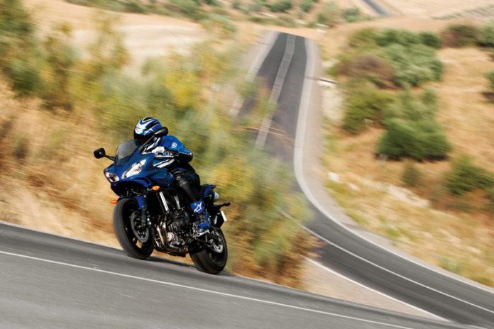 inmatriculare motocicleta   foto: Yamaha Fazer 600